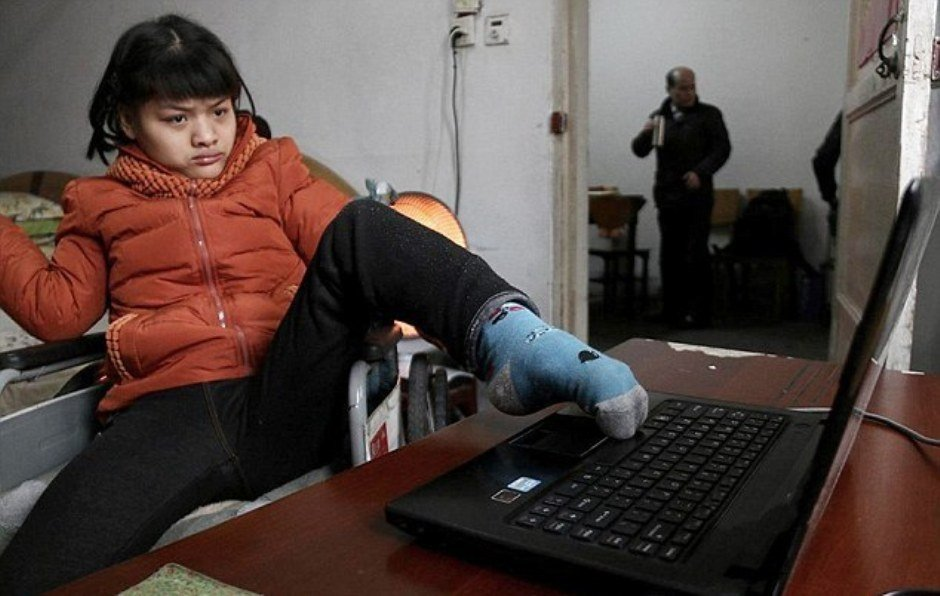 Hu Huiyuan, 21-Year-Old With Cerebral Palsy Writes A Fiction Novel
